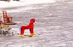 En trähäst i en åka skridskor isbana Royaltyfria Foton