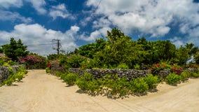 En traditionell by i den lilla ön av Taketomi, Okinawa Japan Arkivfoton