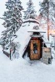 En traditionell kota i Lapland, Finland royaltyfria foton