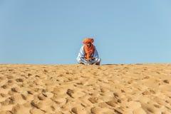 En traditionell moroccan man i öken Fotografering för Bildbyråer