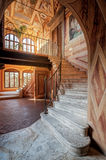 En trappuppgång inom abbotskloster av Monte Oliveto Maggiore Arkivbild