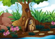 En treehouse på skogen Royaltyfria Bilder