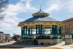 Den moderna paviljongen i gammal Town kvadrerar arkivbild