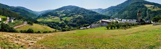 En trevlig sikt av Taramundi asturias spain royaltyfri bild