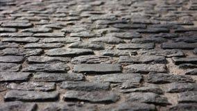 En trottoar - som är bekant som en vandringsled, en footway eller en trottoar lager videofilmer