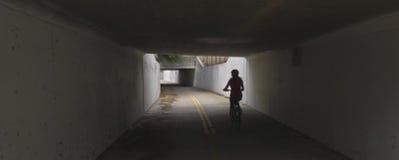 En tunnel på flyget Bikeway, Tucson Arkivfoton