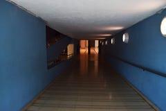 En tunnel som går in i avståndet Arkivfoto