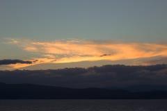 En tur till sjön i bergen Fotografering för Bildbyråer