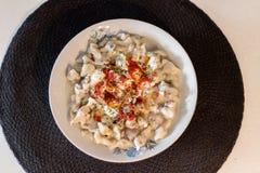 En turkisk typravioli som namngav mantien - traditionell mat arkivbild