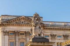 En typisk sikt på Buckingham Palace royaltyfri fotografi
