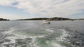 En un barco en el archipiélago de Goteburgo almacen de metraje de vídeo