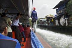 En un barco expreso del taxi en Bangkok, Tailandia Fotografía de archivo