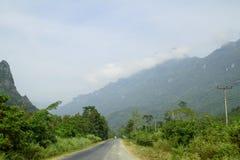 En un camino rural, Vang Vieng, Laos Fotografía de archivo