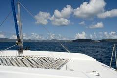 En un catamarán imagen de archivo libre de regalías