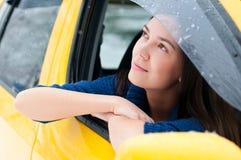 En un coche amarillo Imágenes de archivo libres de regalías