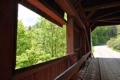 En un puente cubierto Imagen de archivo