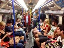 En un tren del tubo en el Londres subterráneo Imágenes de archivo libres de regalías