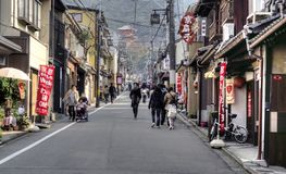 En una calle del ` s de Kyoto, Japón Fotos de archivo libres de regalías
