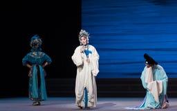 """En una desintegración del acto del dilema- séptimo del  blanco de Opera""""Madame Snake†de las familias-Kunqu Fotos de archivo"""