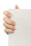 En una mano una hoja en blanco de papel Imágenes de archivo libres de regalías