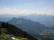 En una montaña de Hochries en las montan@as Fotografía de archivo