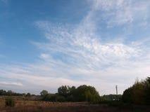 En underbar natur för klar solig fred för fält utvändig inga folkclo Arkivbild