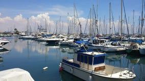 En underbar sommarmorgon på den Larnaca marina royaltyfria foton