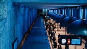 En underjordisk station i munich från över royaltyfri bild