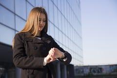 En ung affärskvinna Fotografering för Bildbyråer