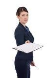 En ung affärskvinna med en clipboard Royaltyfria Foton