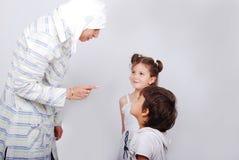 En ung behandling för muslimkvinnautbildning Arkivbild