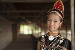 En ung dam från den Rungus person som tillhör en etnisk minoritet Arkivfoton