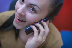 En ung flicka i arbetsplatsen Funktionsduglig process dekoratör Fotografering för Bildbyråer