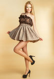 En ung flicka i en klänning med härligt smink Arkivbilder
