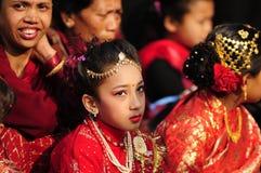 En ung flicka klädde som den bosatta gudinnan Kumari  Royaltyfria Bilder