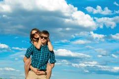 En ung flicka och en ung man Fotografering för Bildbyråer