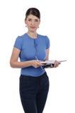 En ung kvinna med en anteckningsbok Arkivfoto