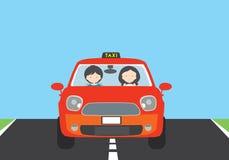 En ung kvinna som kör en röd bil med en passagerare, och en TAXI undertecknar royaltyfri illustrationer