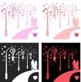 En ung man och en flicka som strosar längs en romantisk gata nära gamla tappninglampor Royaltyfri Bild