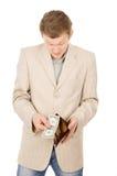 En ung man visar att han har i plånboken per en dollar Royaltyfria Bilder