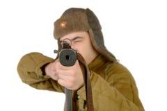 En ung sovjetisk soldat med en maskingevär Arkivbilder
