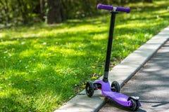 En unges sparkcykel! Royaltyfria Bilder