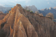 En unik pyramid formade bergklippor i Bulgarien, nära den Melnik staden Arkivbild