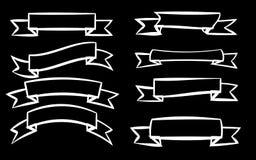 En uppsättning av åtta vita olika band av signageetiketter av etiketter av etiketter i olika stilar på en svart bakgrund stock illustrationer
