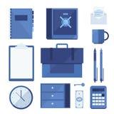 En uppsättning av affärsdelar och beståndsdelar av den finansiella processen: mappen minnestavlan, säkerhetsinsättningasken, kuve Arkivfoton