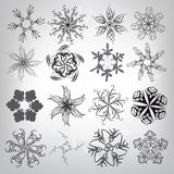 En uppsättning av dekorativa snöflingor. Vektorillustration Royaltyfri Bild