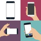 En uppsättning av den mänskliga handen som rymmer en smart telefon en tom vit skärm vektor illustrationer