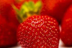 En uppsättning av den nya jordgubben som isoleras på vit bakgrund Arkivfoton