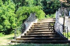 En uppsättning av gammal trappa Royaltyfria Bilder