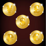 En uppsättning av guld- mynt: euroet, dollar, rubel, yuan, pund Royaltyfri Bild